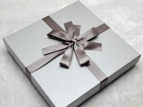 礼品盒定做可以采用便宜的纸质材料吗?
